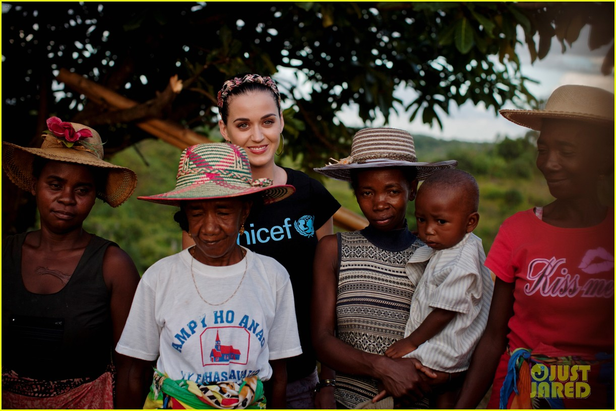 katy perry madagascar visit for unicef 04