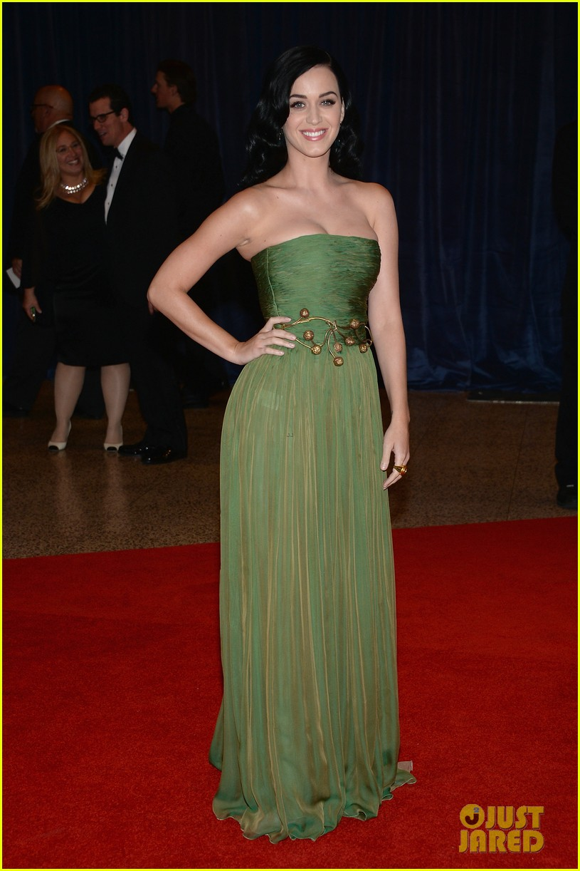 katy perry white house correspondents dinner 2013 red carpet 01