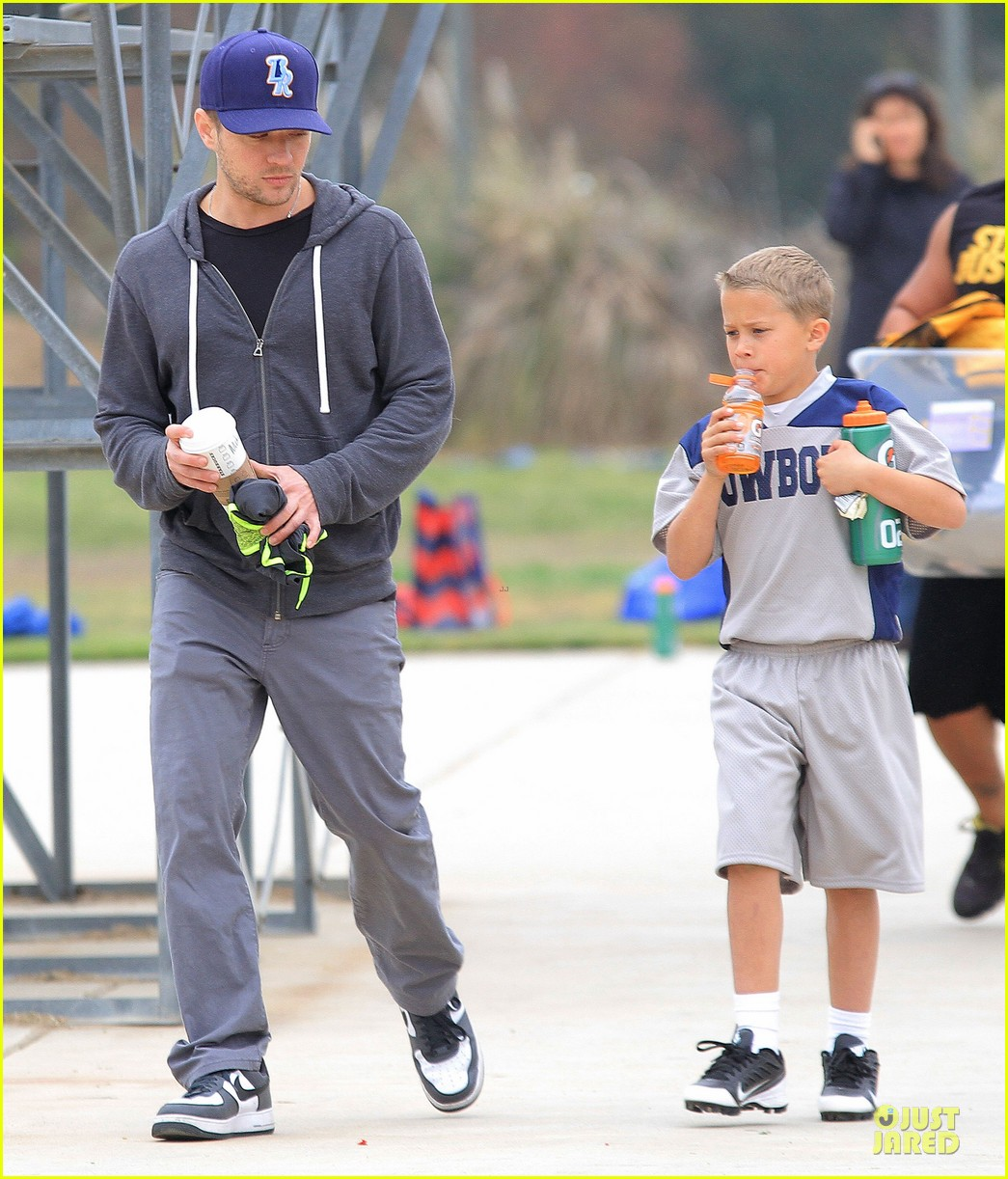 ryan phillippe cowboys soccer game with deacon 09
