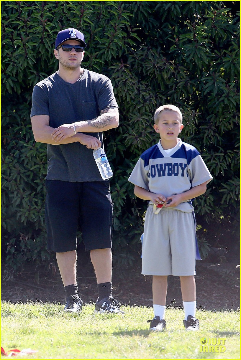 ryan phillippe deacon football game supporter 012854177
