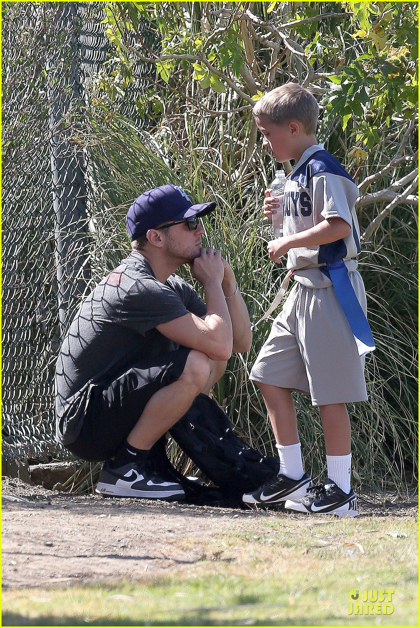 ryan phillippe deacon football game supporter 03