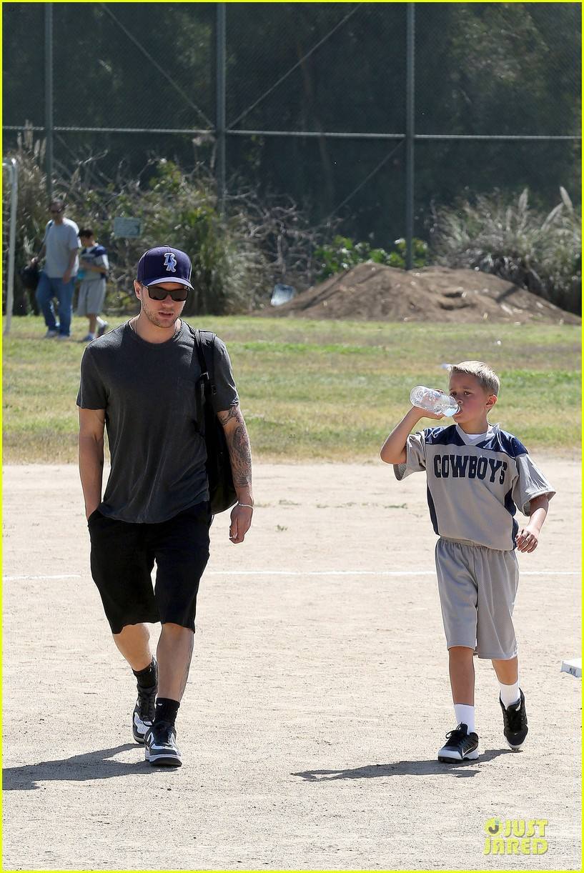 ryan phillippe deacon football game supporter 072854183
