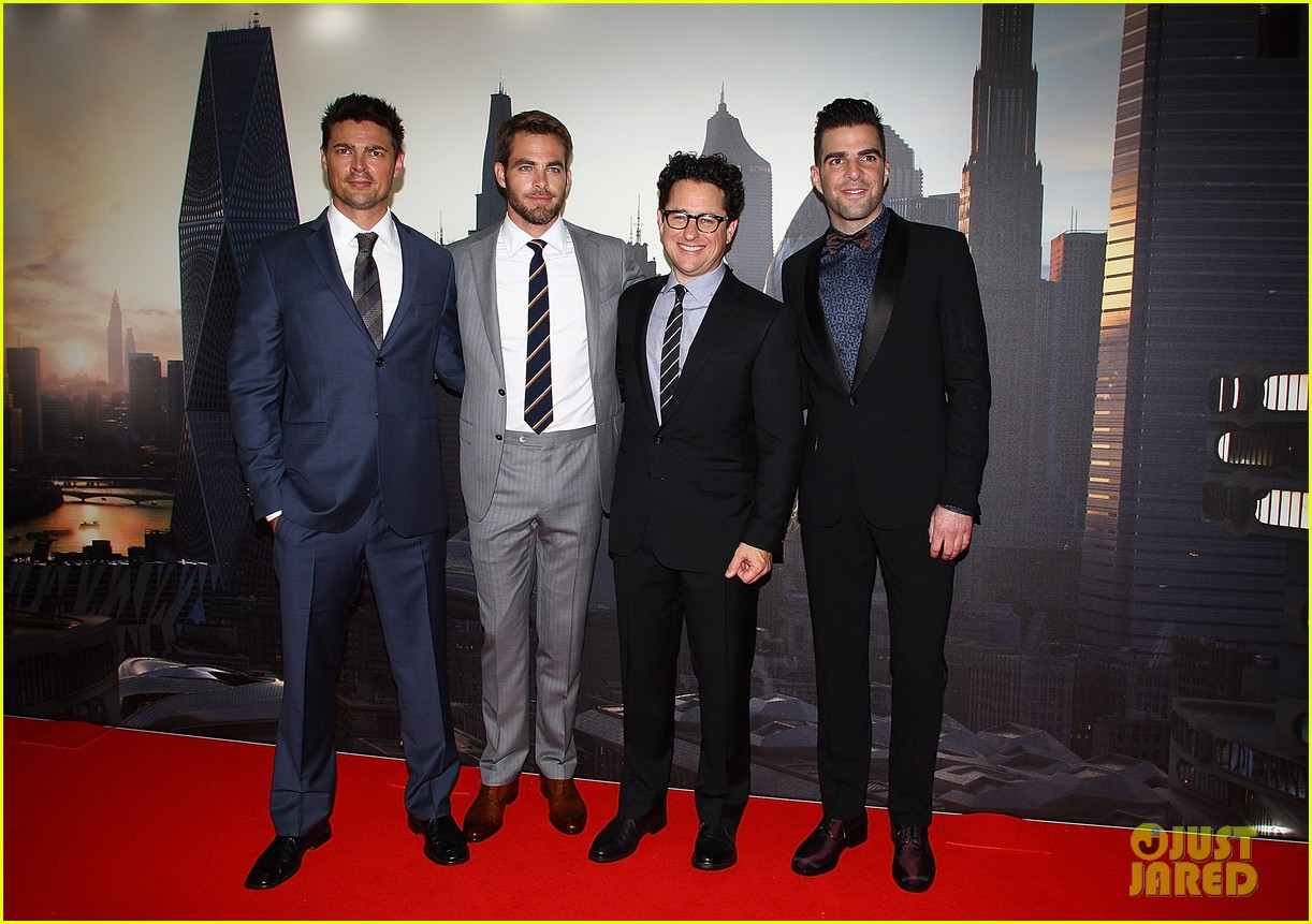 chris pine zachary quinto star trek sydney premiere 012856452