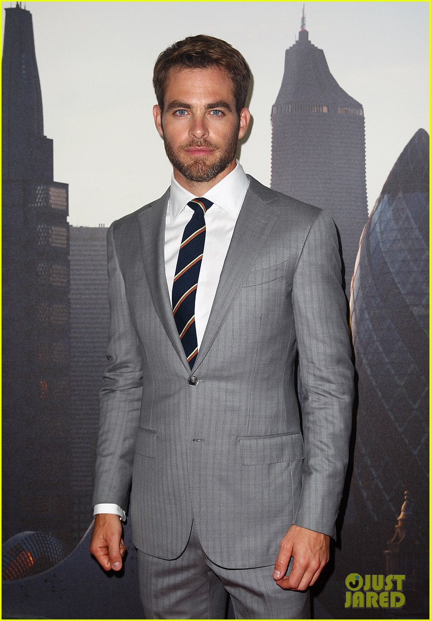 chris pine zachary quinto star trek sydney premiere 092856460