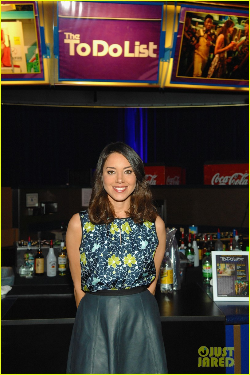 aubrey plaza wins cinemacon award after crashing mtv movie awards 072853179