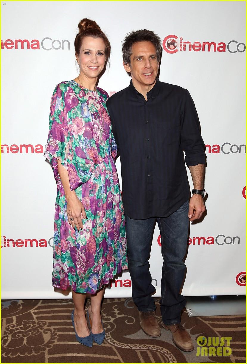 aubrey plaza wins cinemacon award after crashing mtv movie awards 22