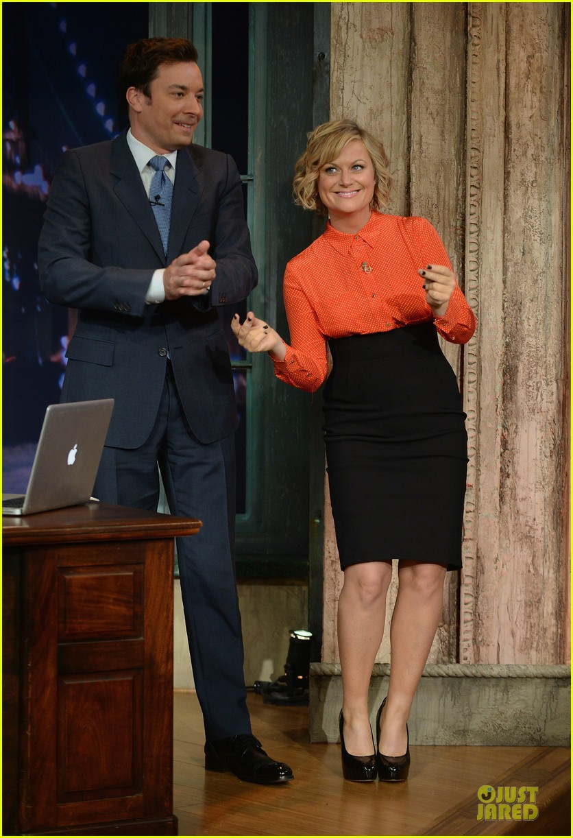 amy poehler michael buble chicken eers on fallon 01