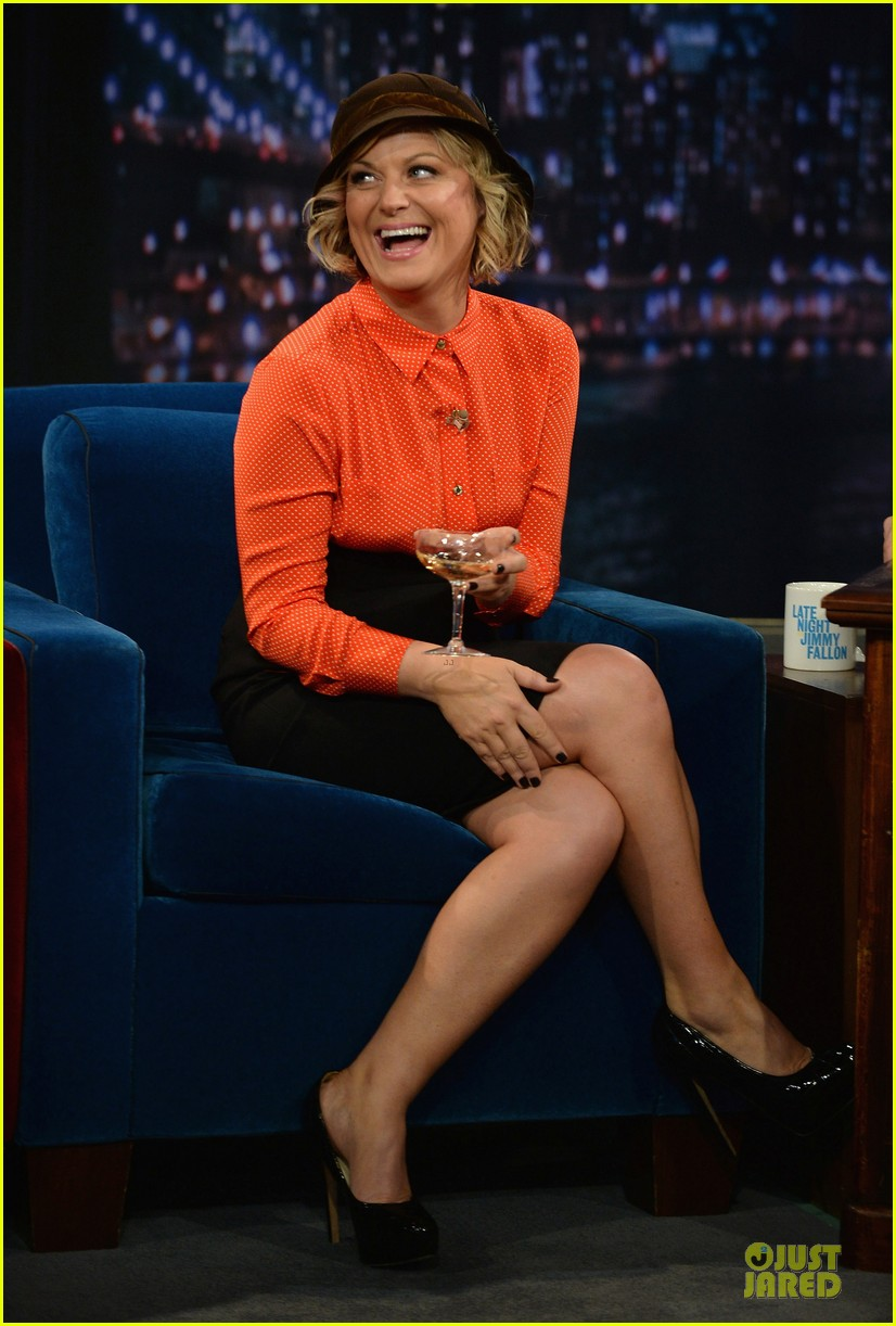 amy poehler michael buble chicken eers on fallon 122859088