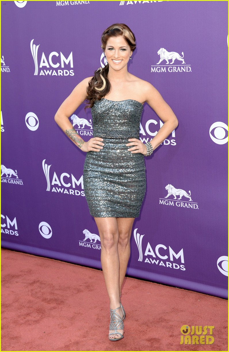 cassadee pope tori kelly acm awards 2013 red carpet 012845207