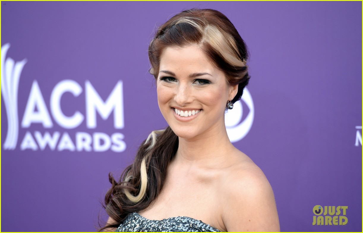 cassadee pope tori kelly acm awards 2013 red carpet 022845208