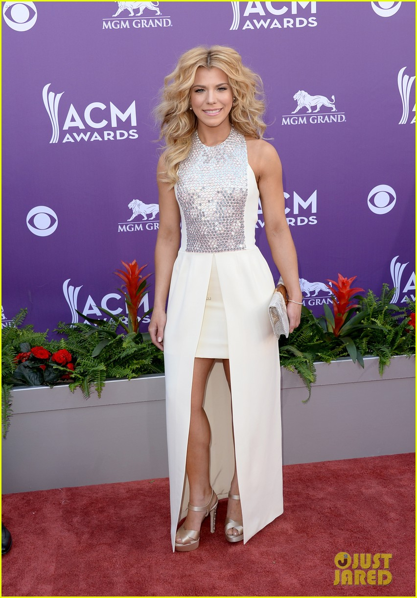 cassadee pope tori kelly acm awards 2013 red carpet 03