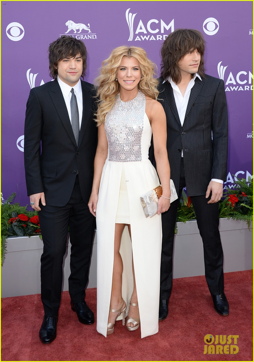 cassadee pope tori kelly acm awards 2013 red carpet 062845212