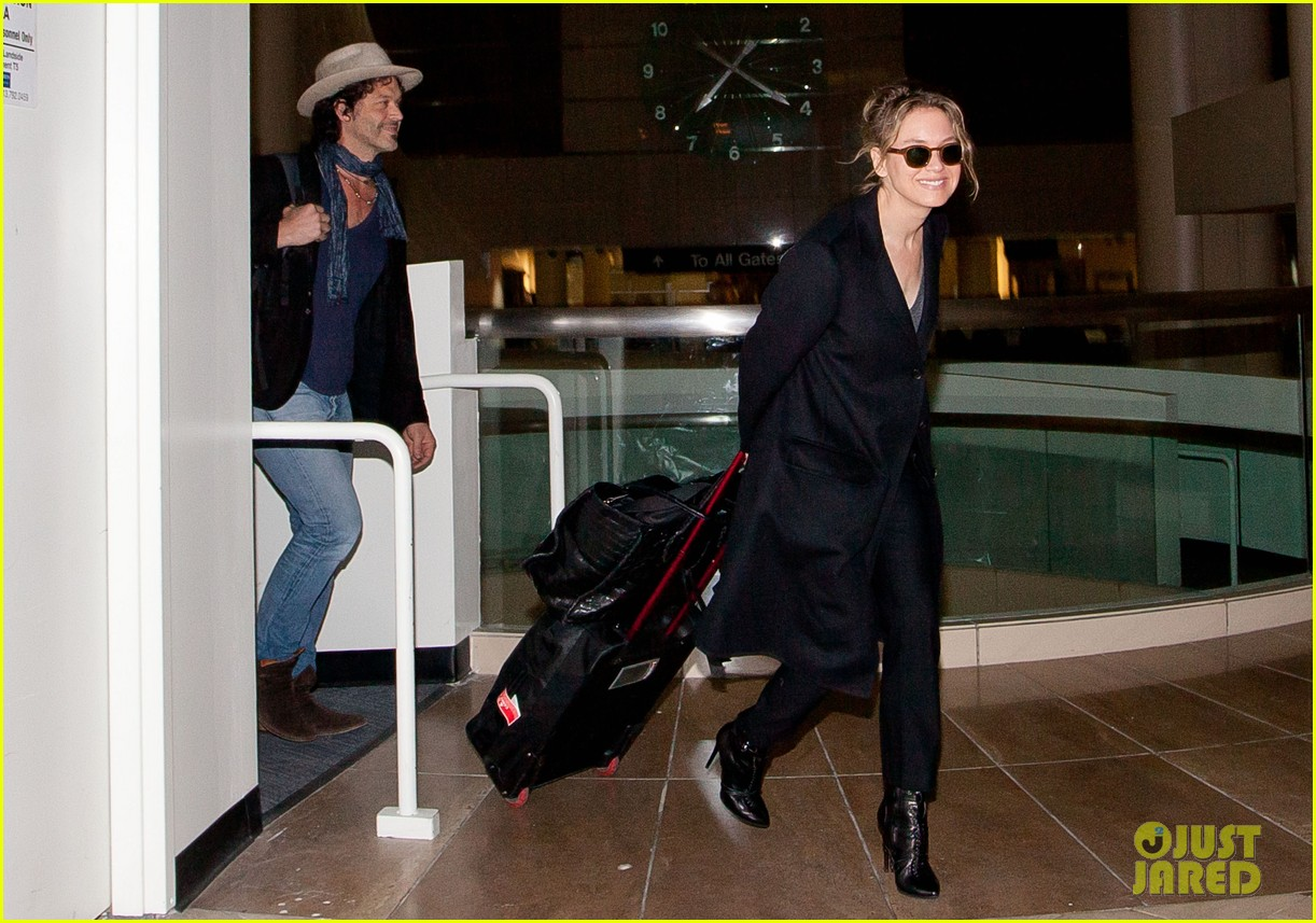 renee zellweger kiss kiss at lax 052851382