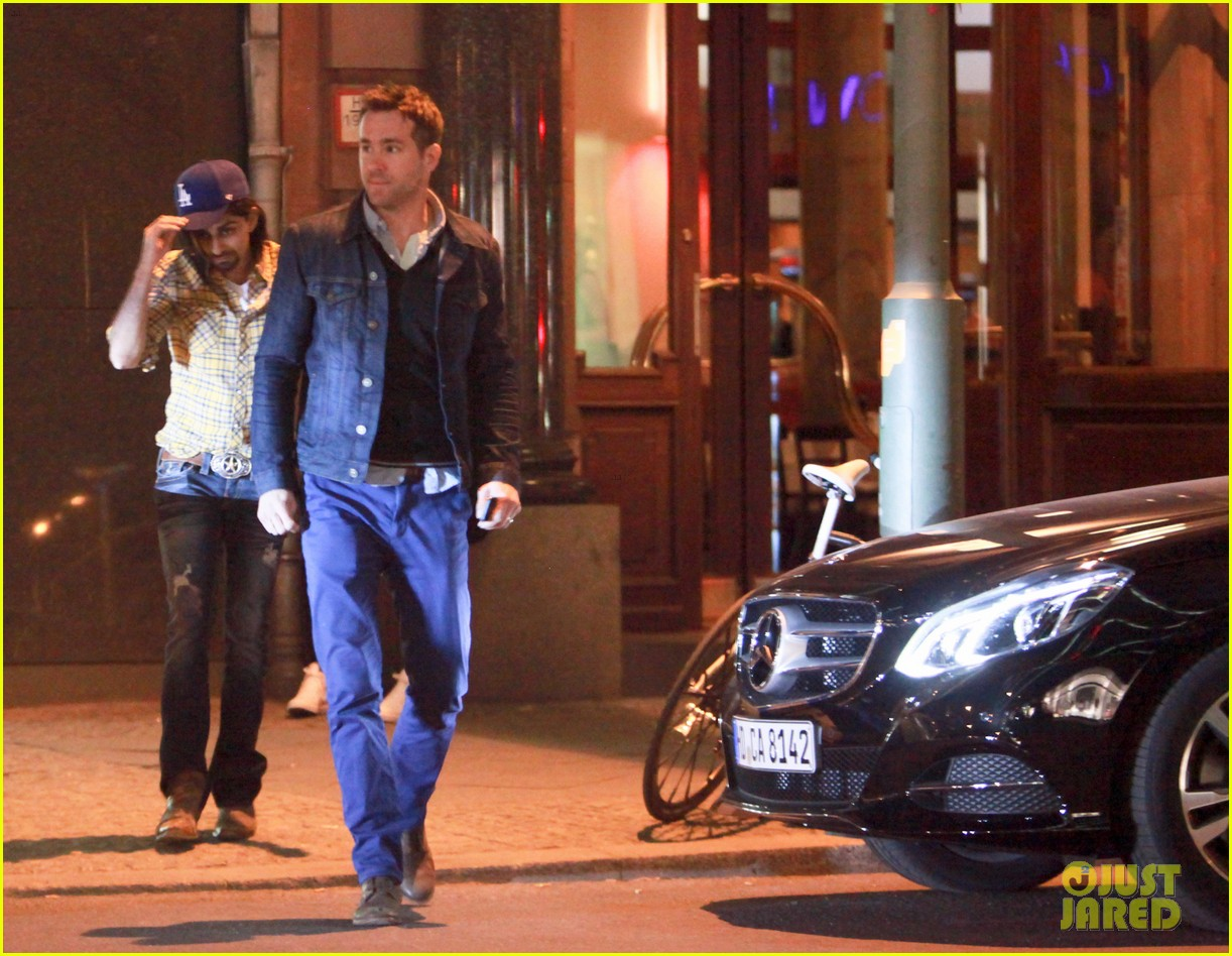 ryan reynolds berlin dinner with gemma arterton 082855695