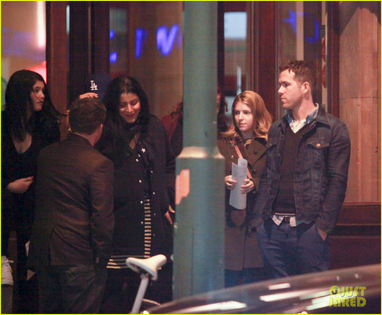 ryan reynolds berlin dinner with gemma arterton 17