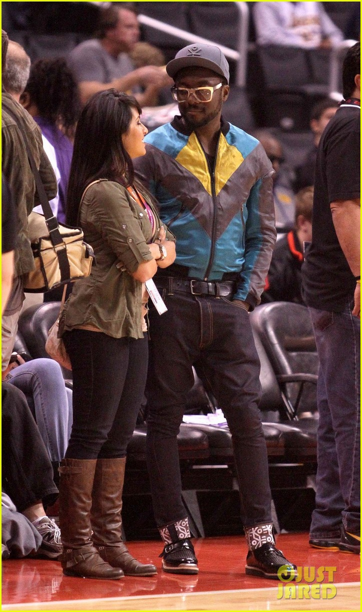 rihanna lets go lakers 08