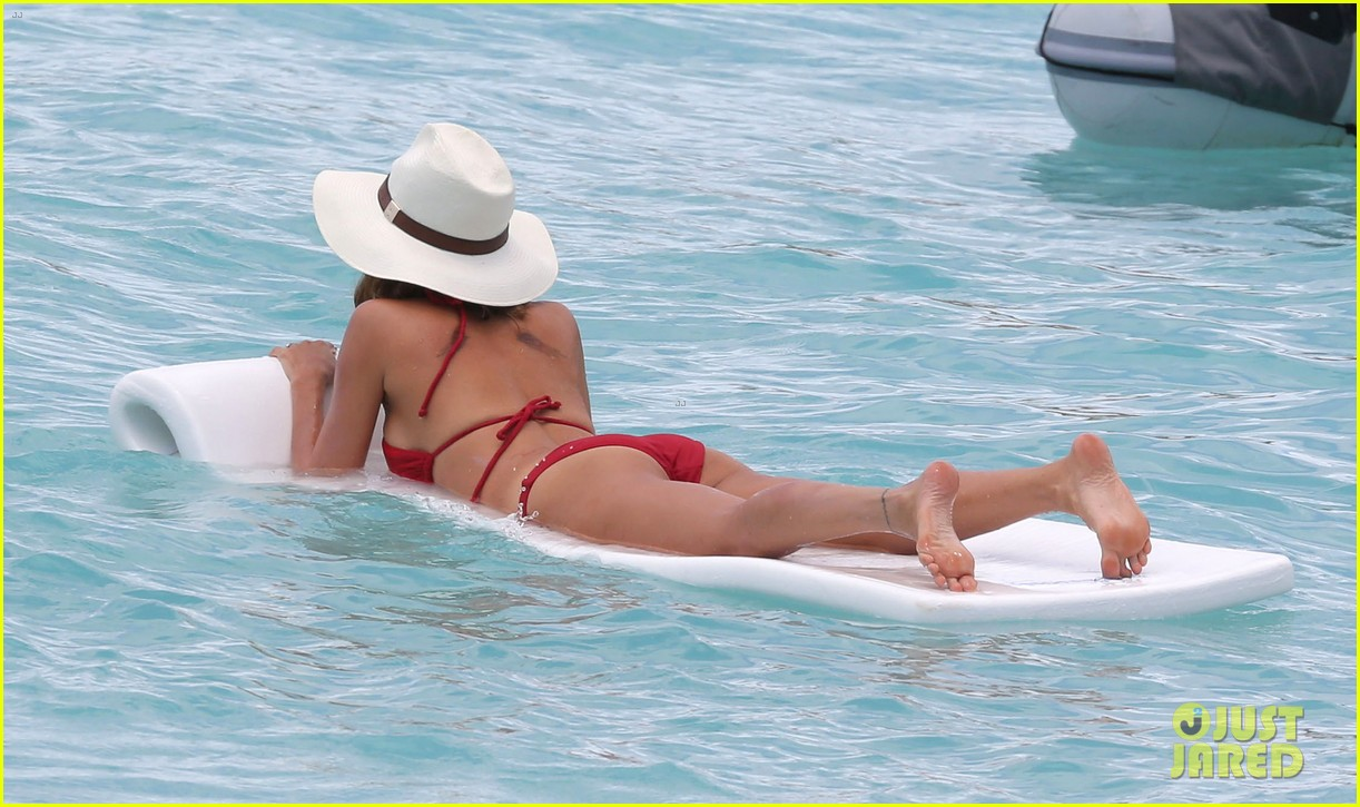 nicole richie lounging bikini beauty 05