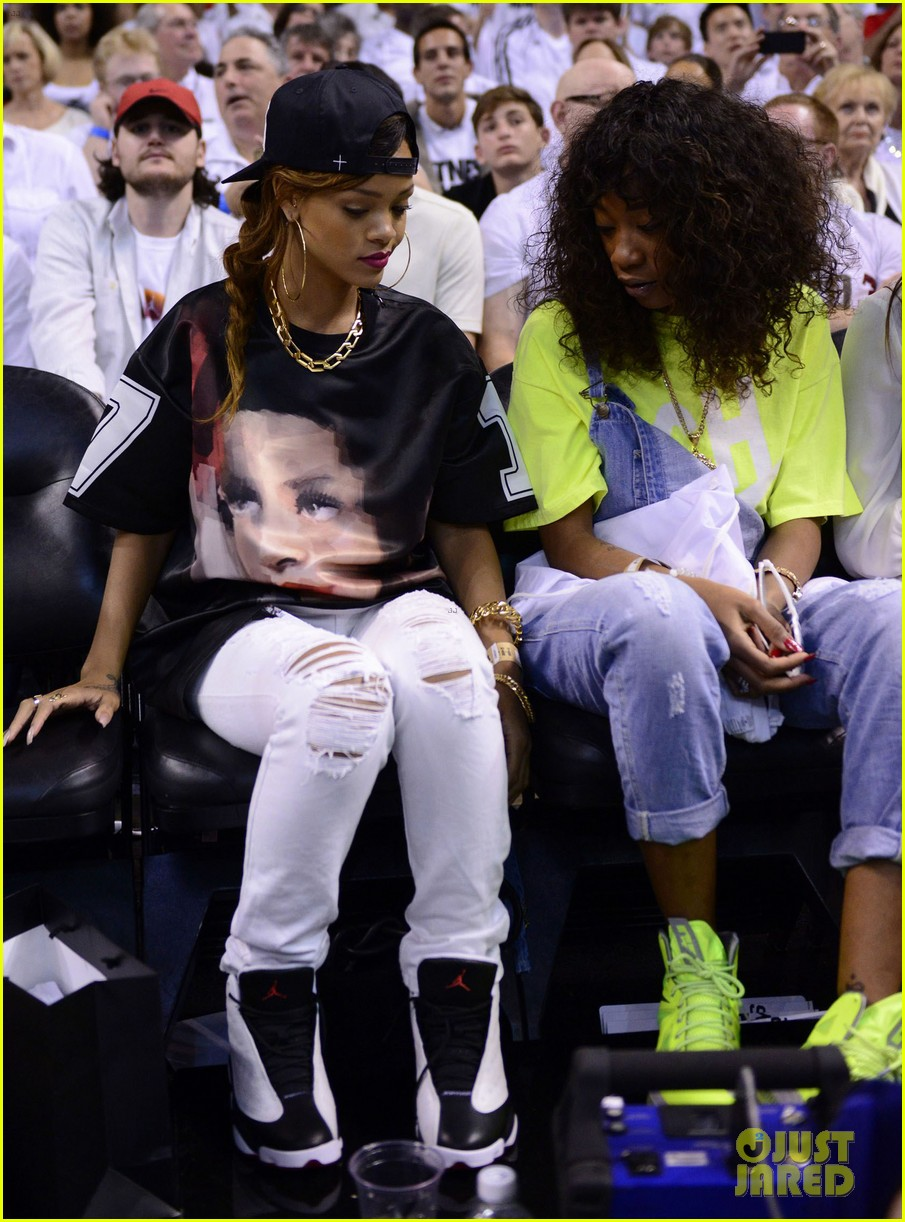 rihanna miami heat game night 112855489