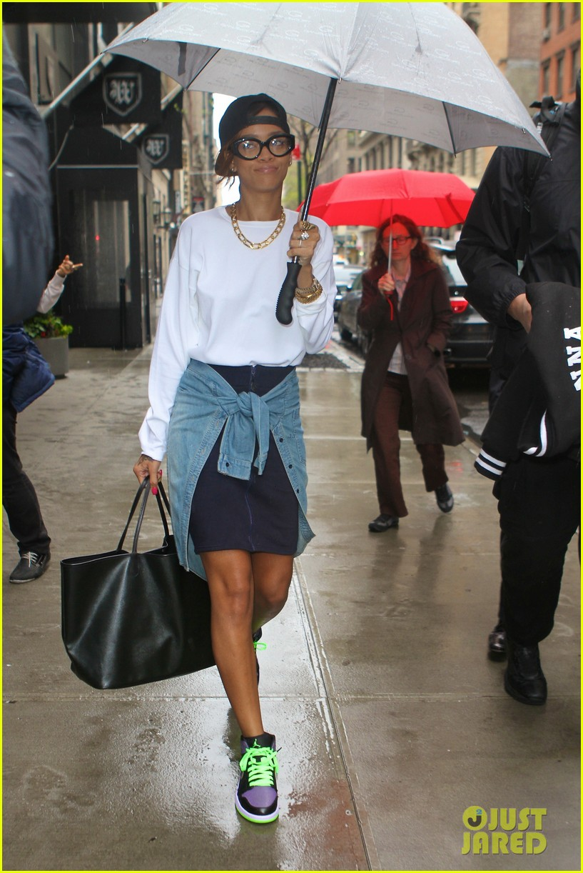 rihanna to fans you can stand under my umbrella 04