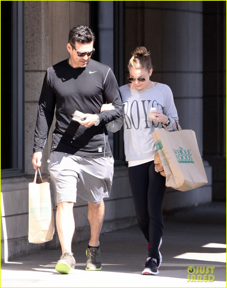 leann rimes eddie cibrian hold hands after shopping 162857983