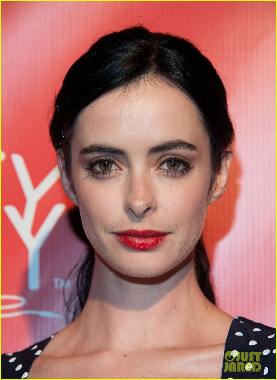 krysten ritter mindy kaling hilarity for charity event 02