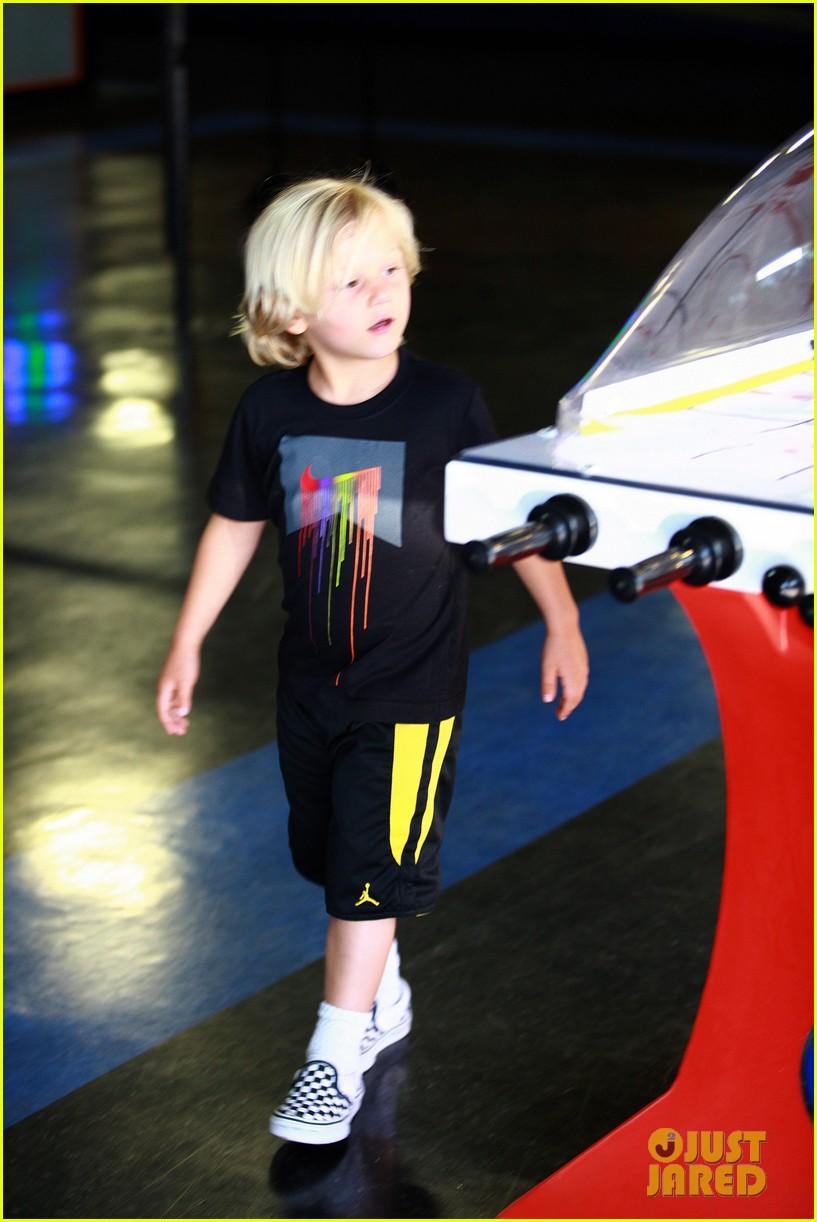 gavin rossdale kingston zuma trampoline park trio 03