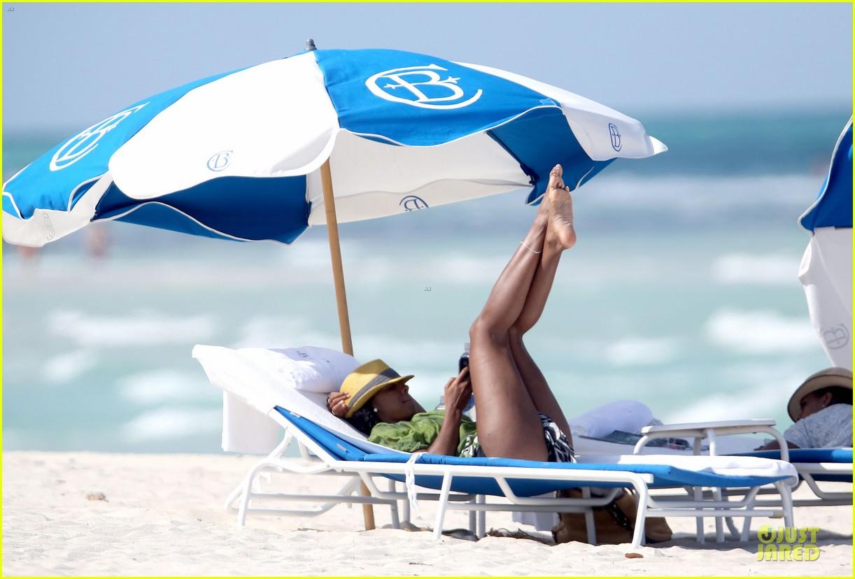kelly rowland bikini beach calling babe 08
