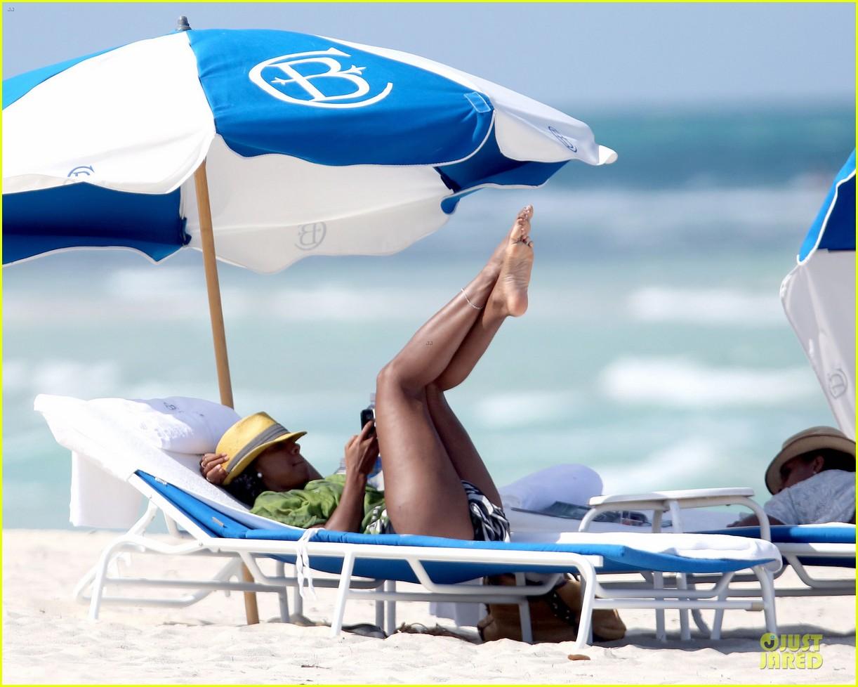 kelly rowland bikini beach calling babe 09