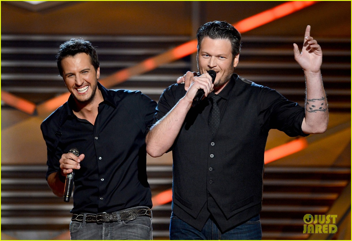 blake shelton luke bryan acm awards 2013 opening 07