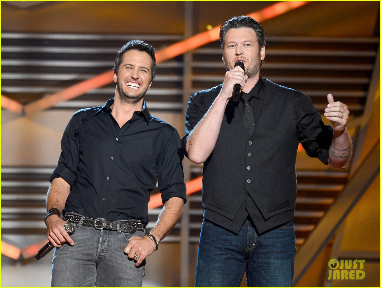 blake shelton luke bryan acm awards 2013 opening 09