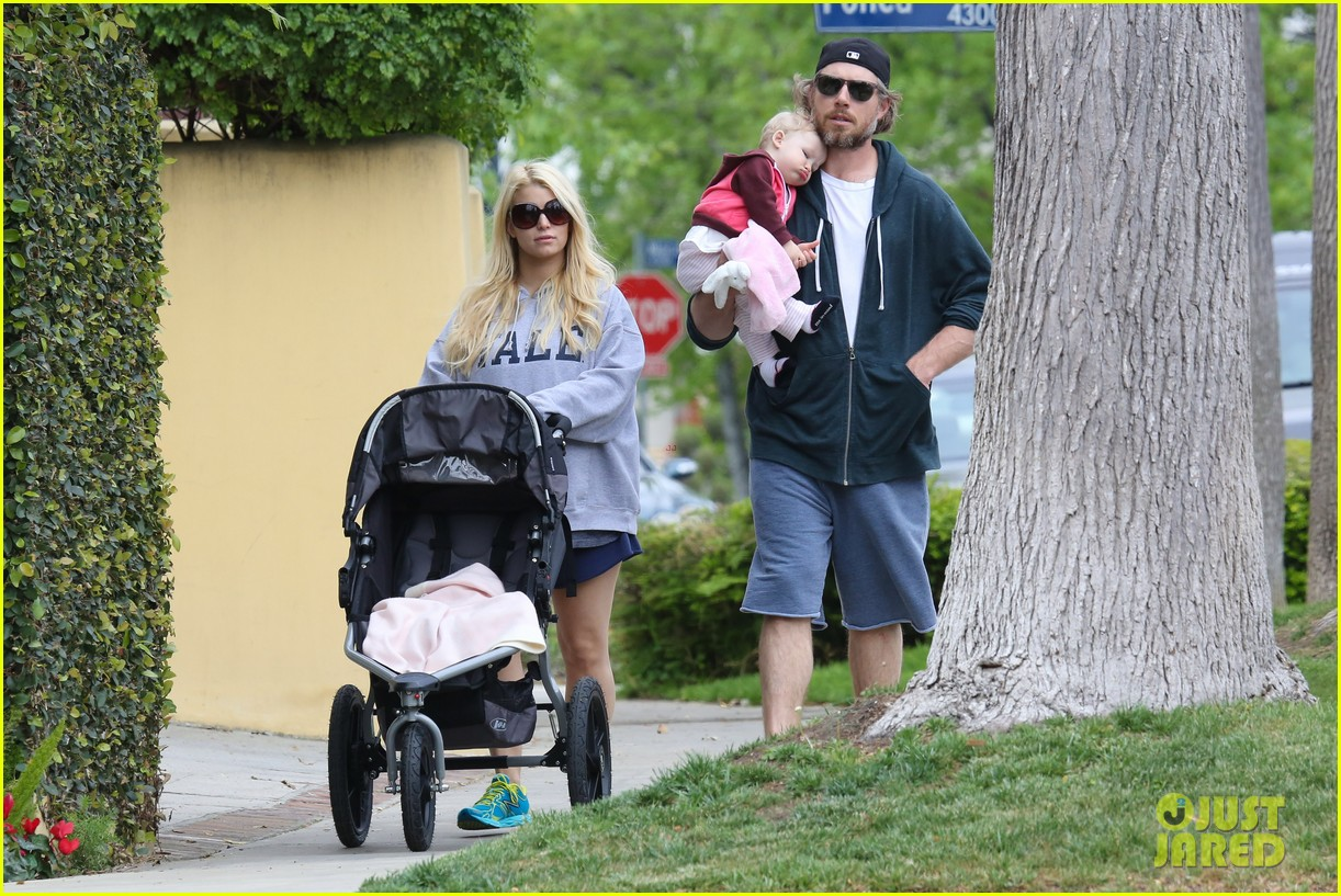 jessica simpson eric johnson eater outing with maxwell 20