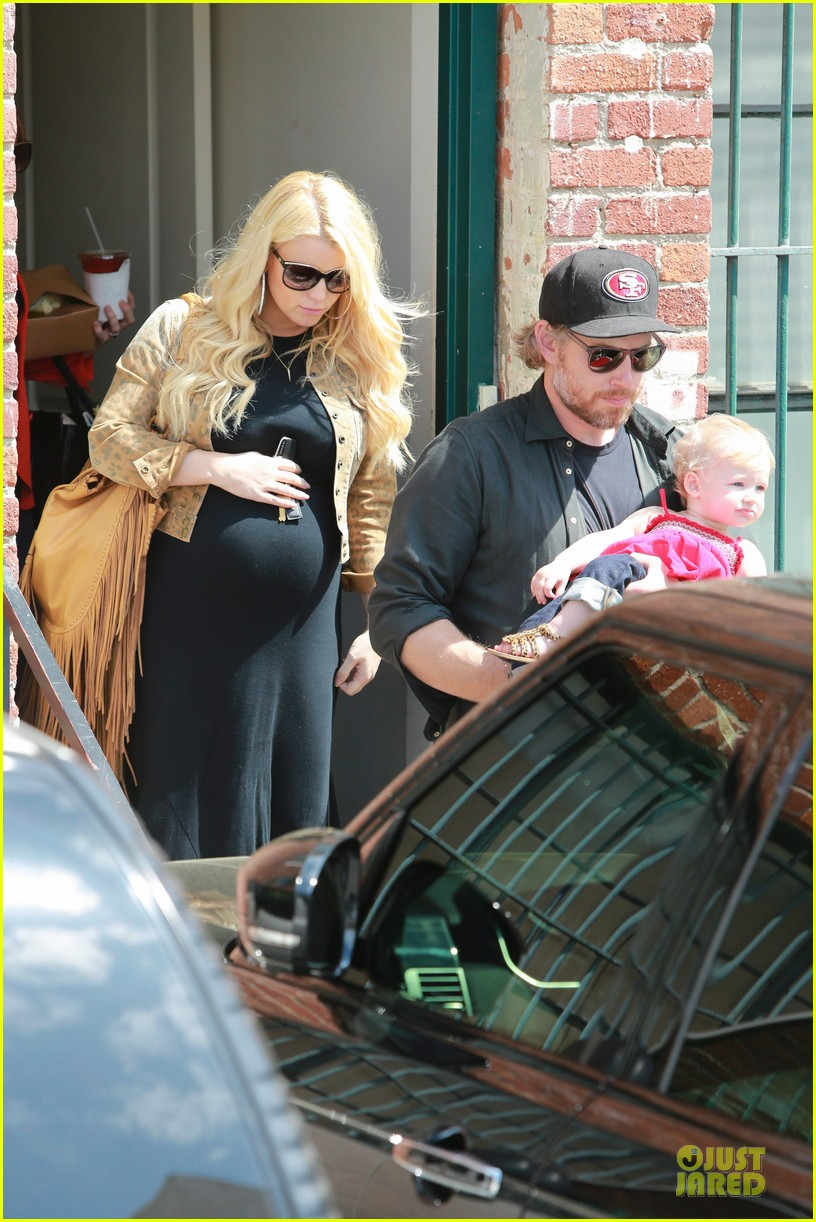 jessica simpson baby bumpin office stop with family 232844085