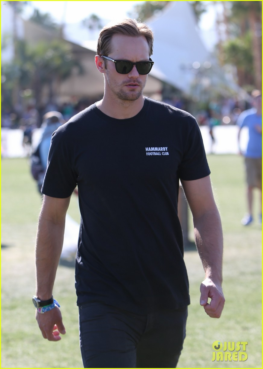 alexander skarsgard coachella with buddies keith fares 07
