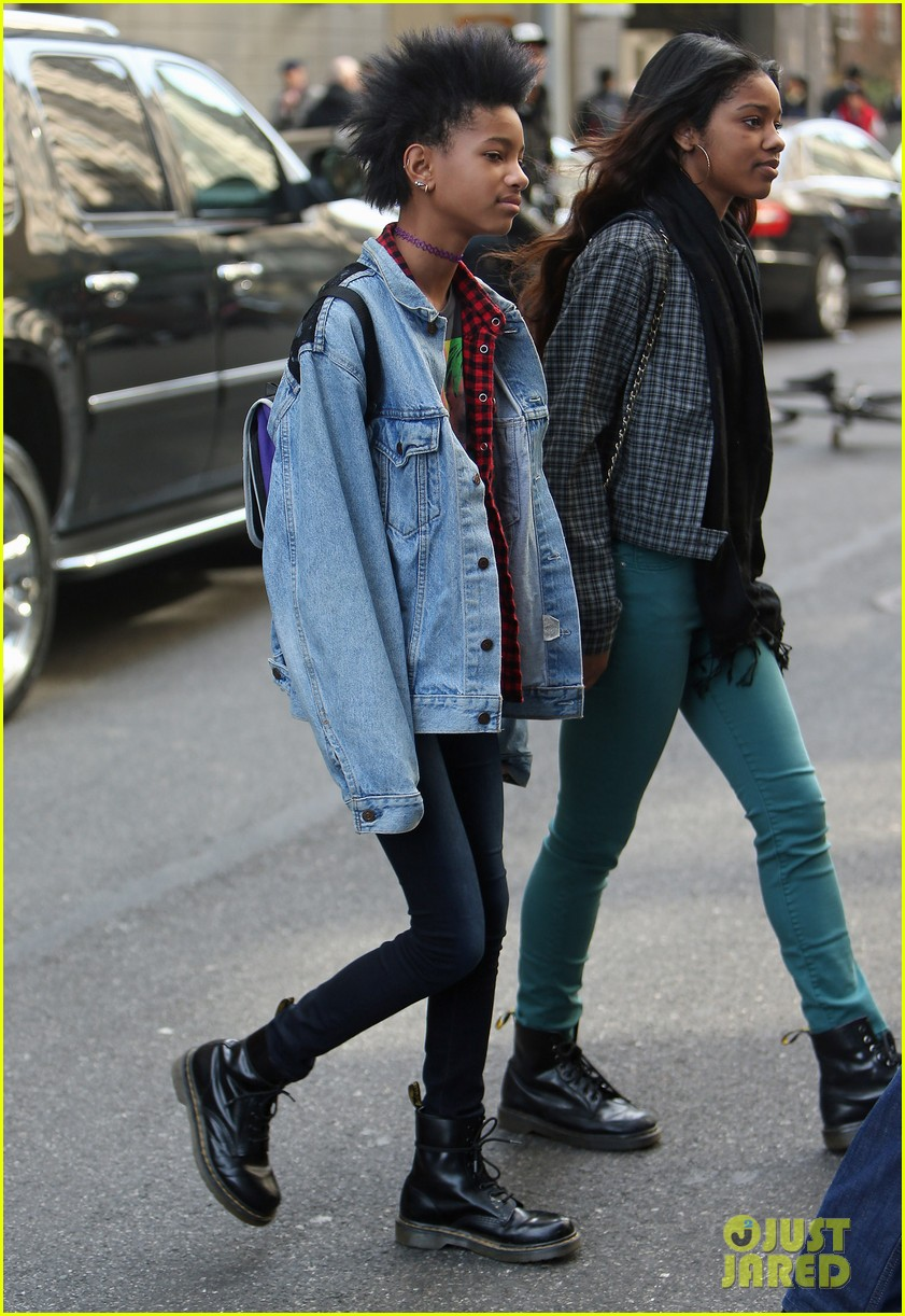 willow smith new york city shopping spree 012843736