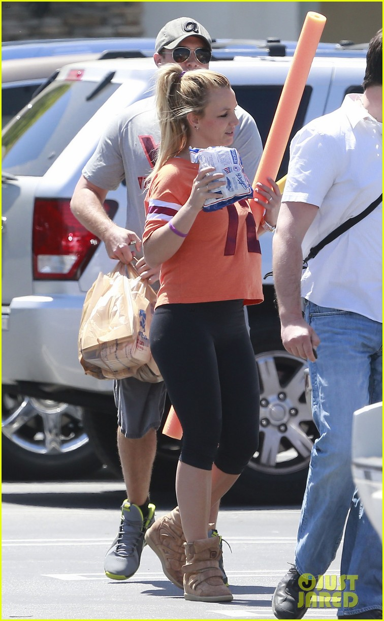 britney spears david lucado grocery shoppers 15