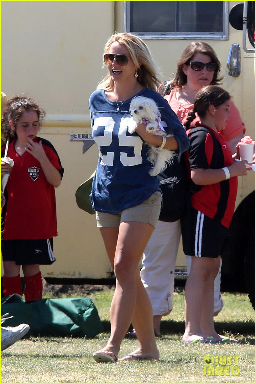 britney spears nails soccer sunday 01