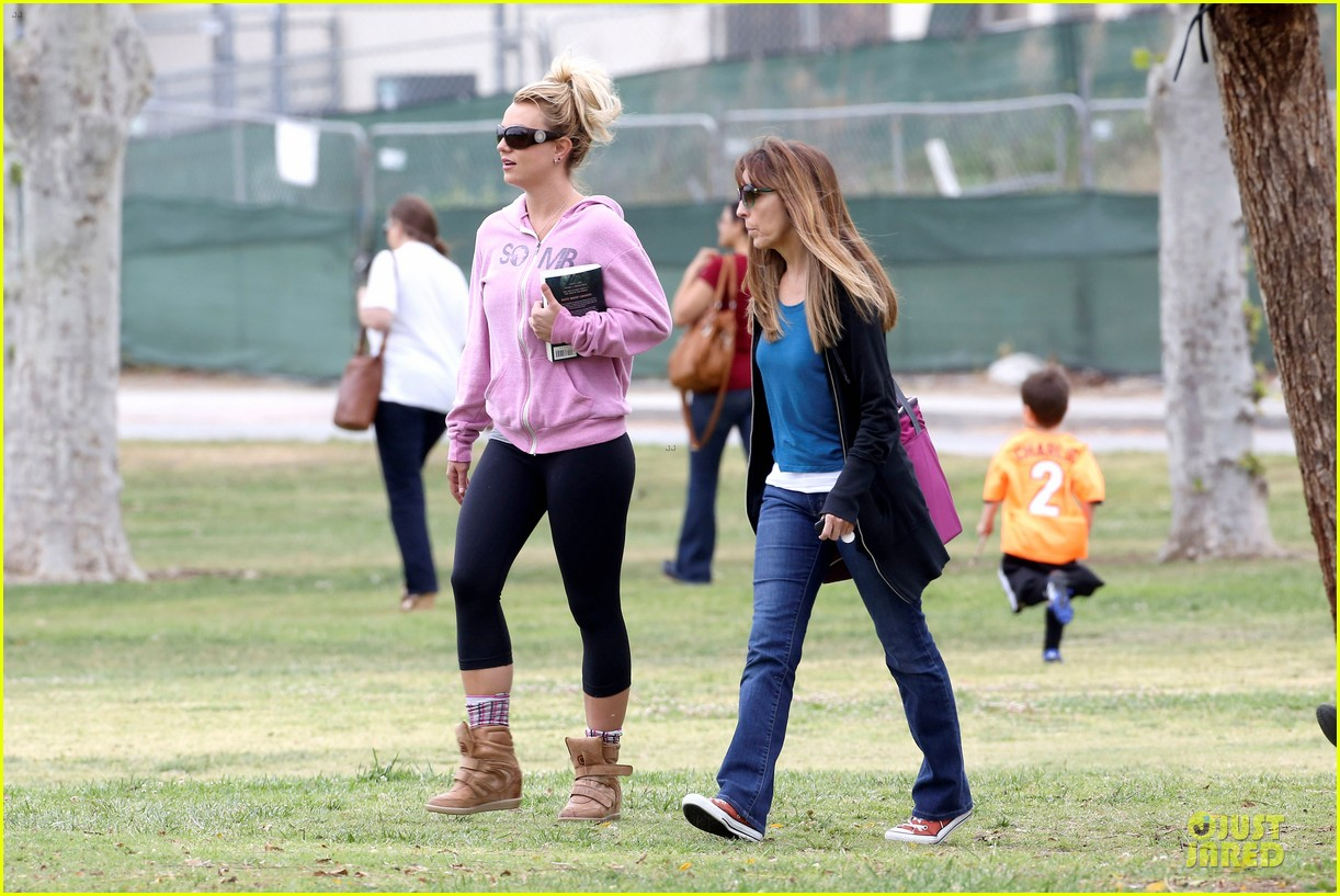 britney spears kevin federline boys sunday soccer game 20
