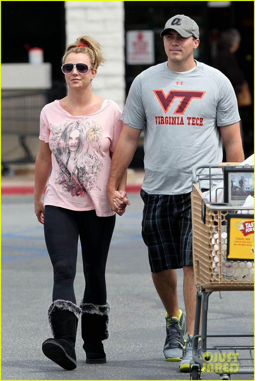 britney spears david lucado hold hands at vons 05