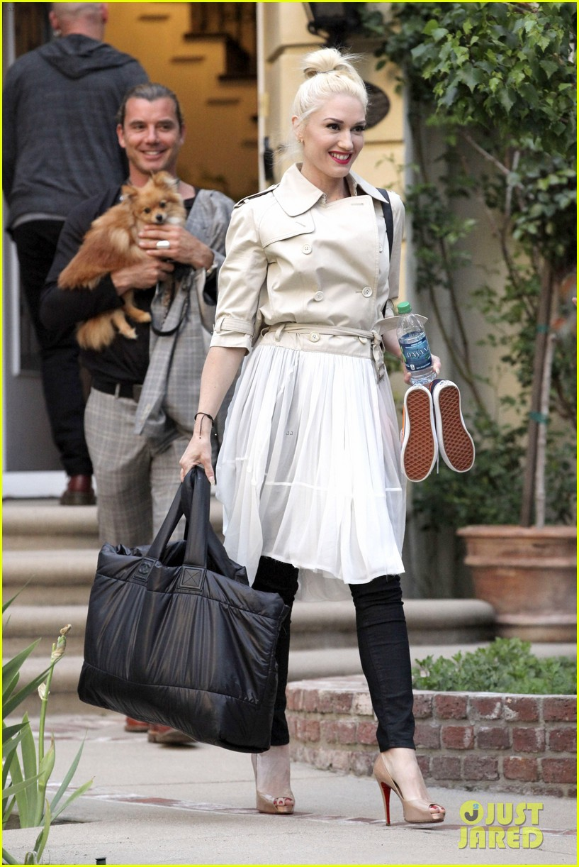 gwen stefani gavin rossdale easter sunday fun with the kids 132841410