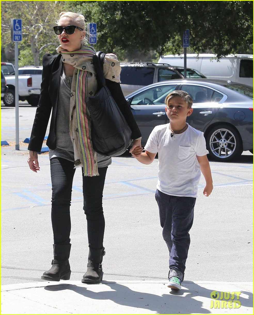 gwen stefani gavin rossdale family day at the park 05