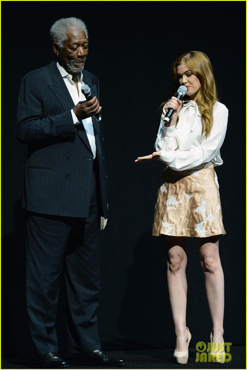 hailee steinfeld isla fisher cinemacon cuties 12
