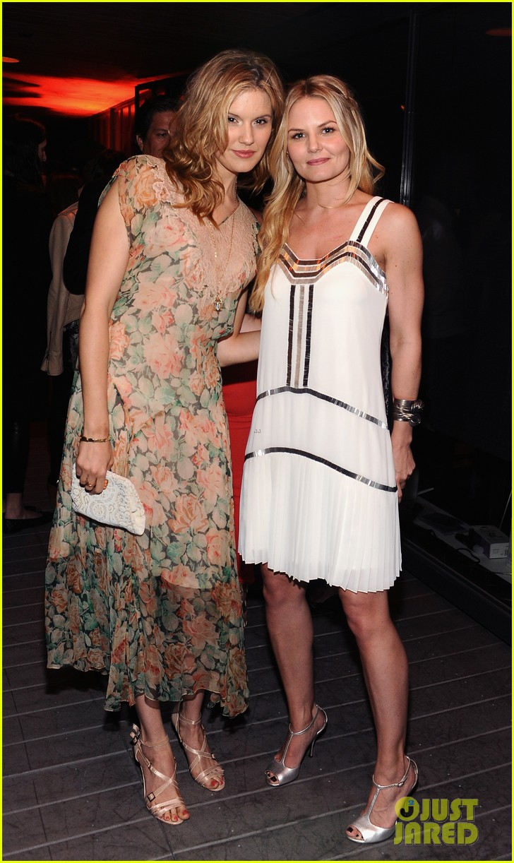 hailee steinfeld jennifer morrison coachs night of shopping 11