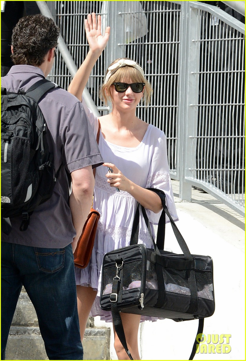 taylor swift miami arrival for red tour 10