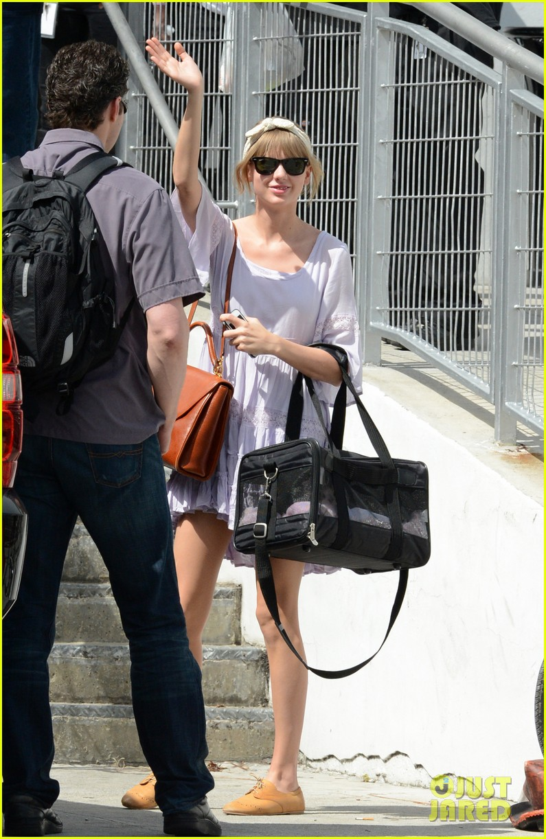taylor swift miami arrival for red tour 112847129