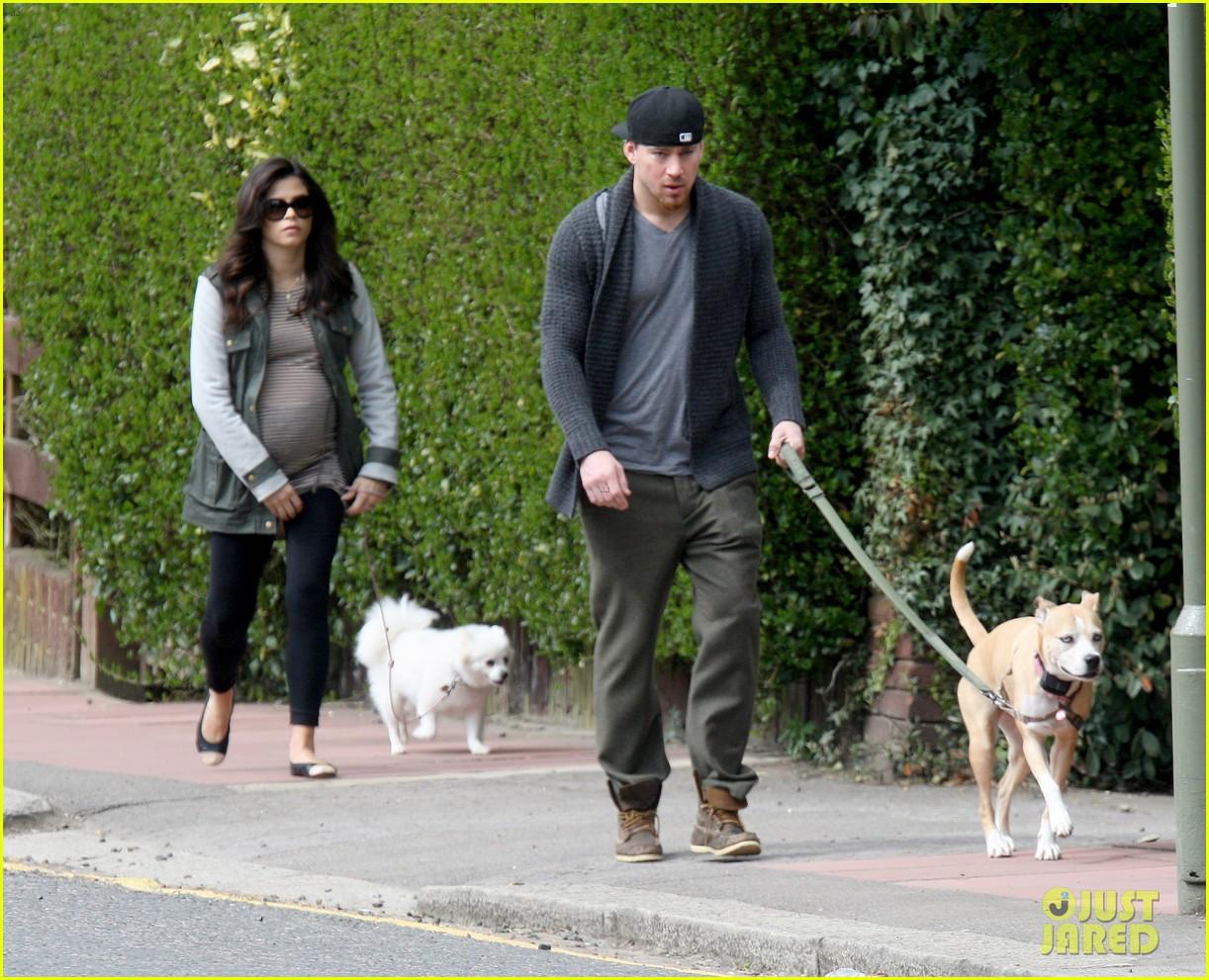 channing tatum pregnant jenna dewan london dog walk 05