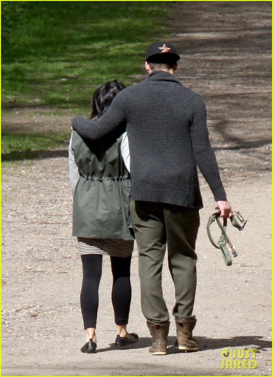 channing tatum pregnant jenna dewan london dog walk 072860572