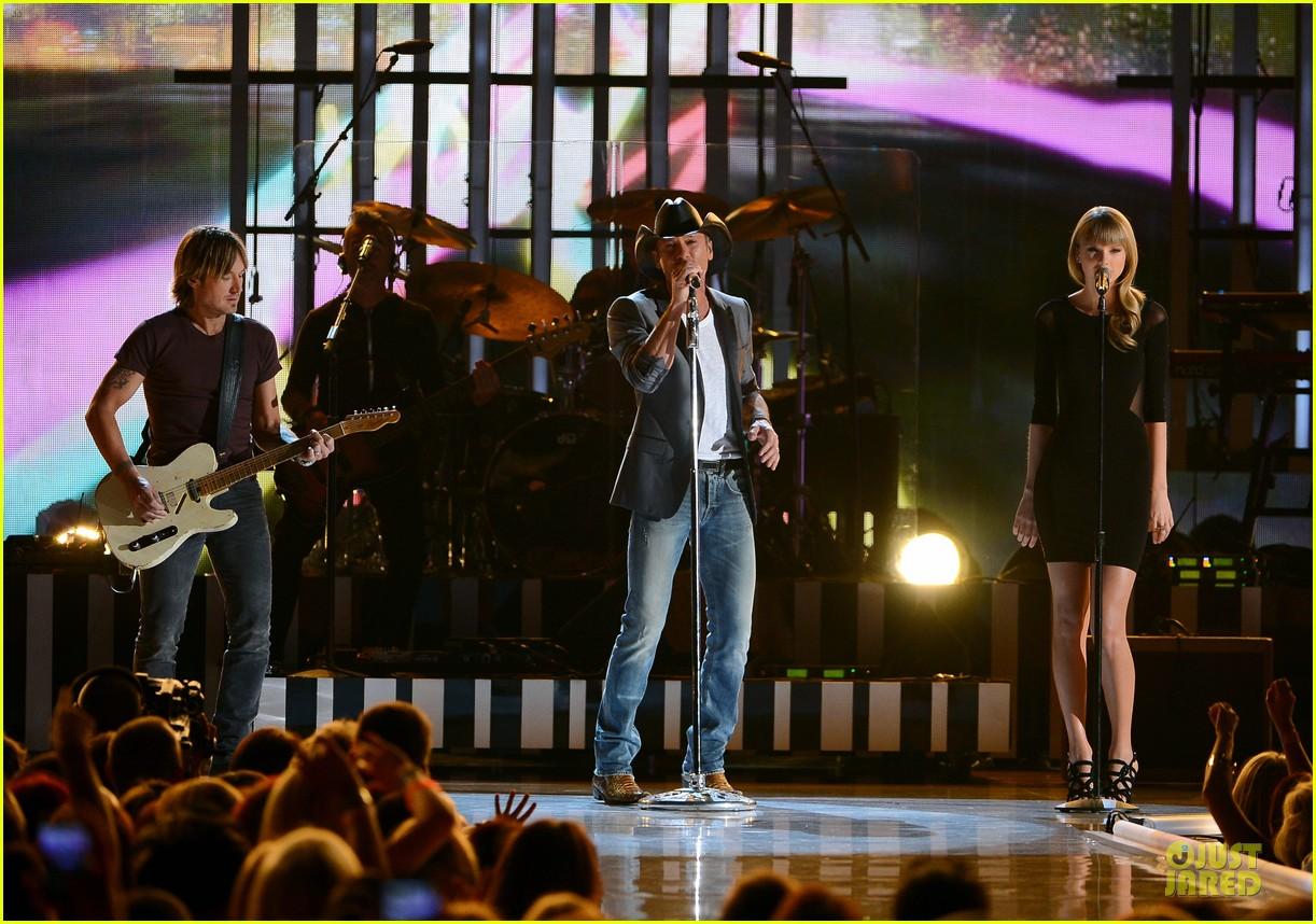 taylor swift tim mcgraw superstar summer night performer 13