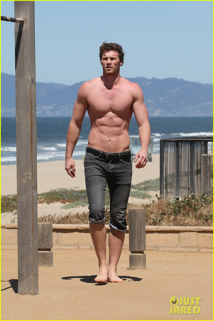 derek theler shirtless beach stud 01