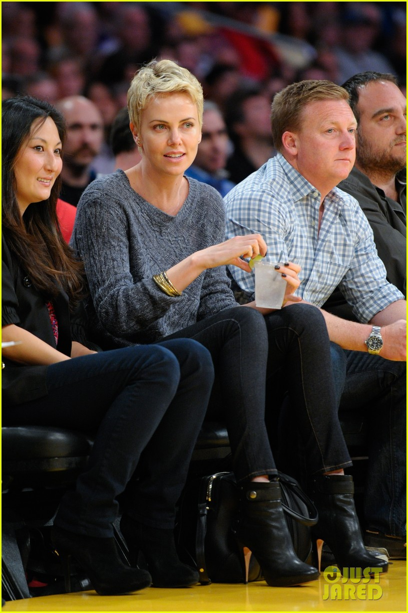 charlize theron lakers gal 01