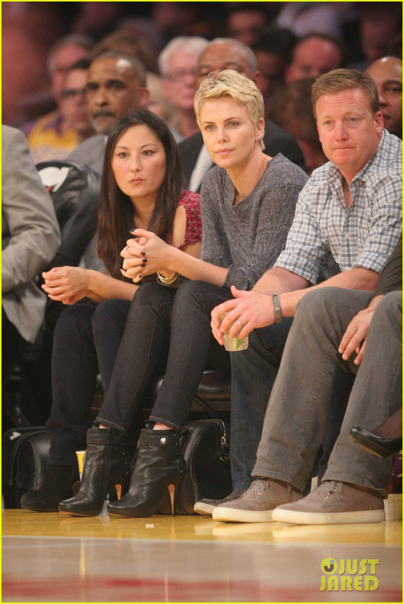 charlize theron lakers gal 04